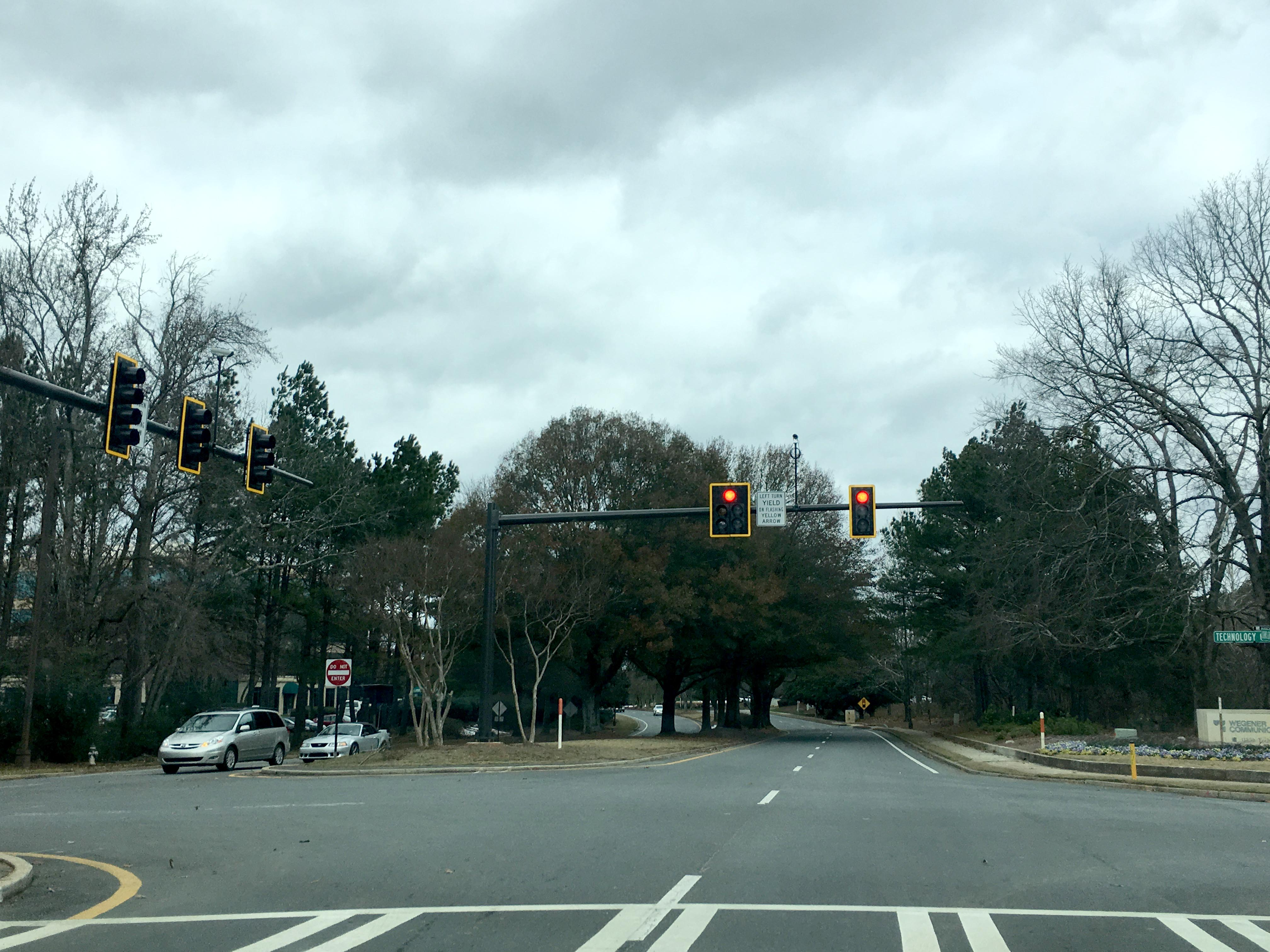 New traffic signal installed on Johns Creek Parkway